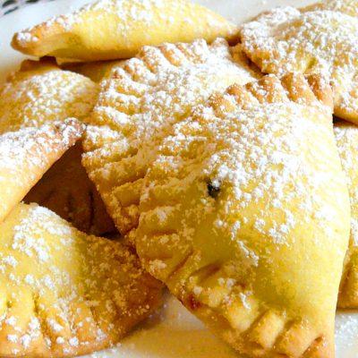 Biscotti mezzaluna ripieni con marmellata o cioccolato